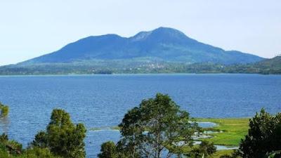 Salah satu danau di Sumatera barat yang menjadi tempat wisata
