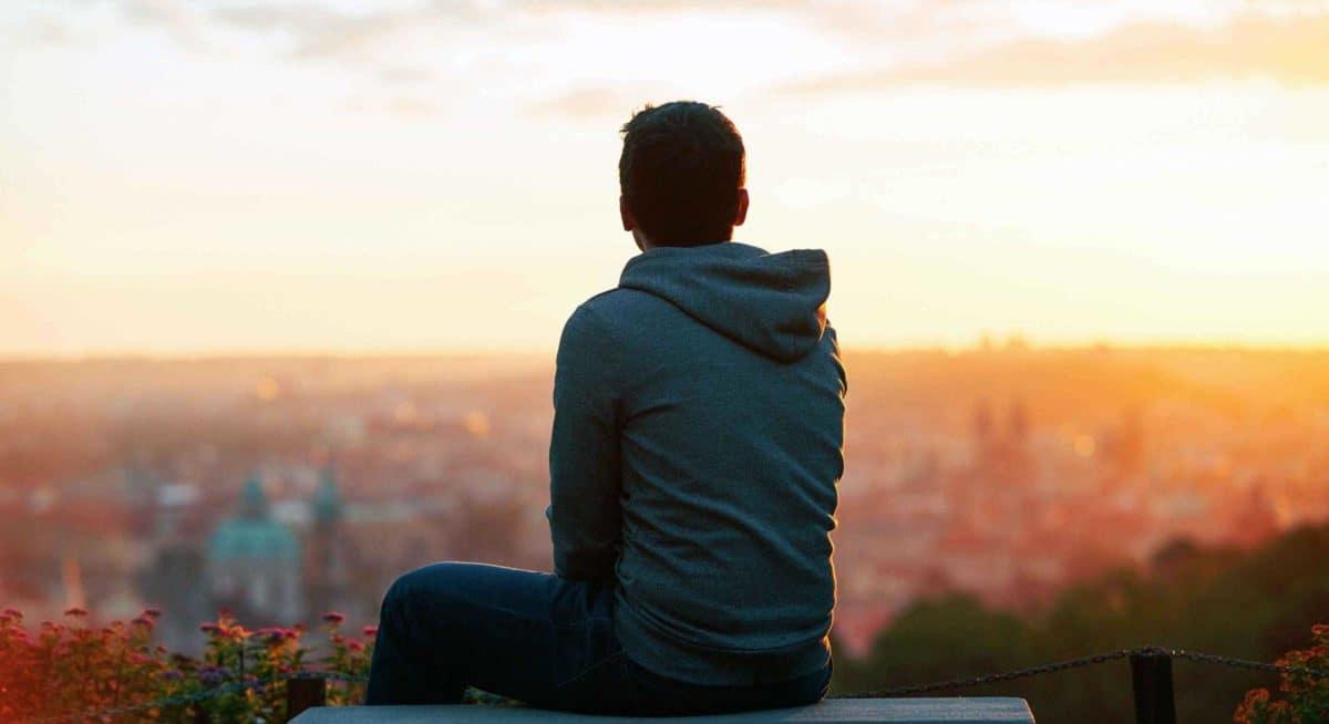 Bagi anda yang seorang introvert, pasti pernah di ejek atau di remehkan, karena anda cuma diam saja dan memperhatikan sekitar anda.