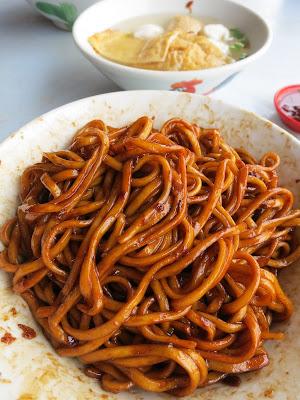 Famous No Name Fish Ball Noodles @ Mengkibol River Hawker Centre in Kluang, Johor