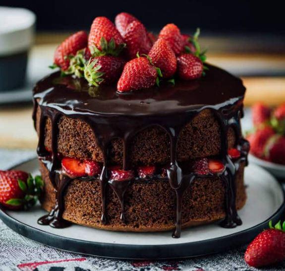 BEST CHOCOLATE STRAWBERRY CAKE