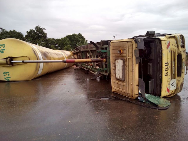 flour truck rolled over lagos ibadan