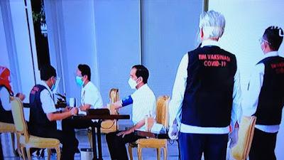 Vaksinasi Covid-19 Perdana Dari Istanah,  Presiden Joko Widodo Orang Pertama Menerima Suntikan