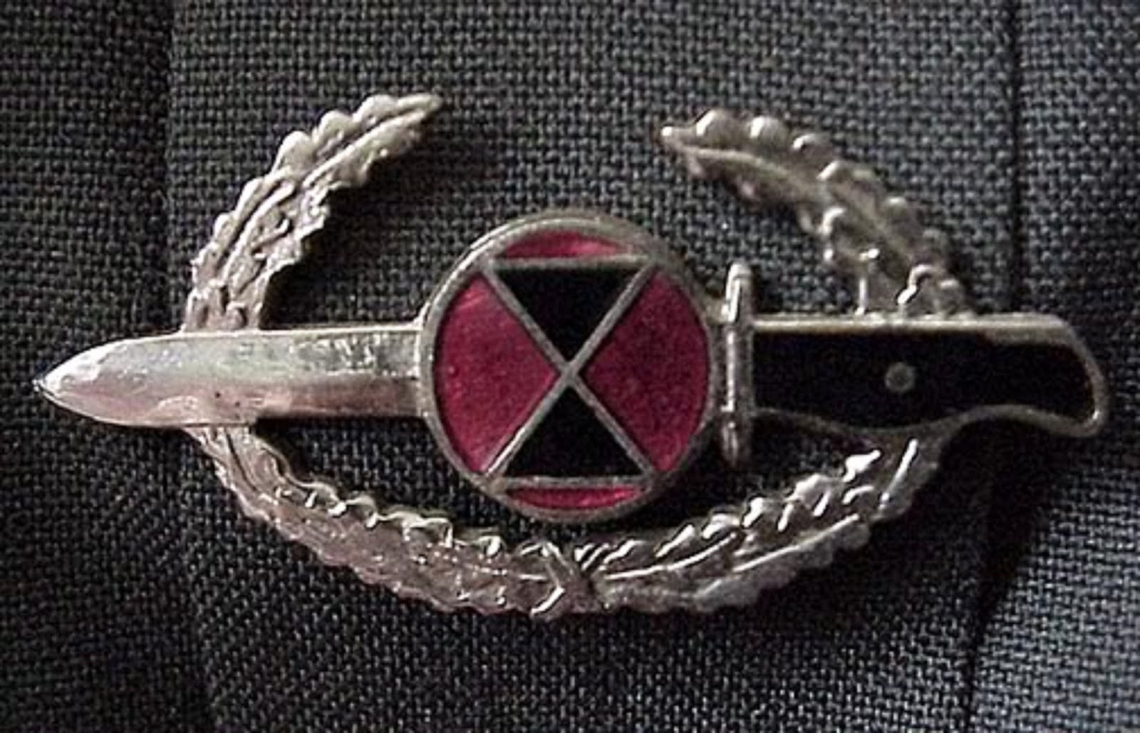 BAYONET BADGE - 7th INFANTRY DIVISION (LIGHT)