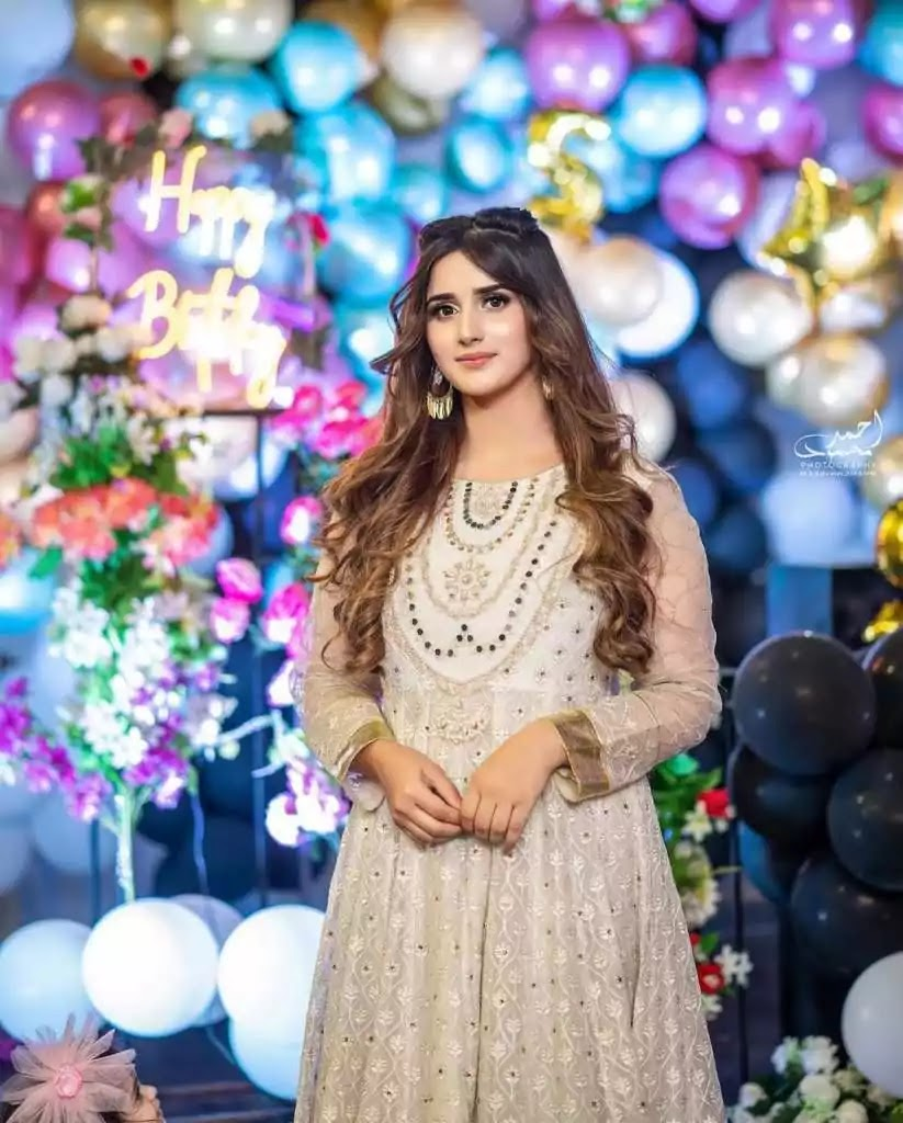 Alishba Anjum Latest Beautiful Pictures From Her Instagram
