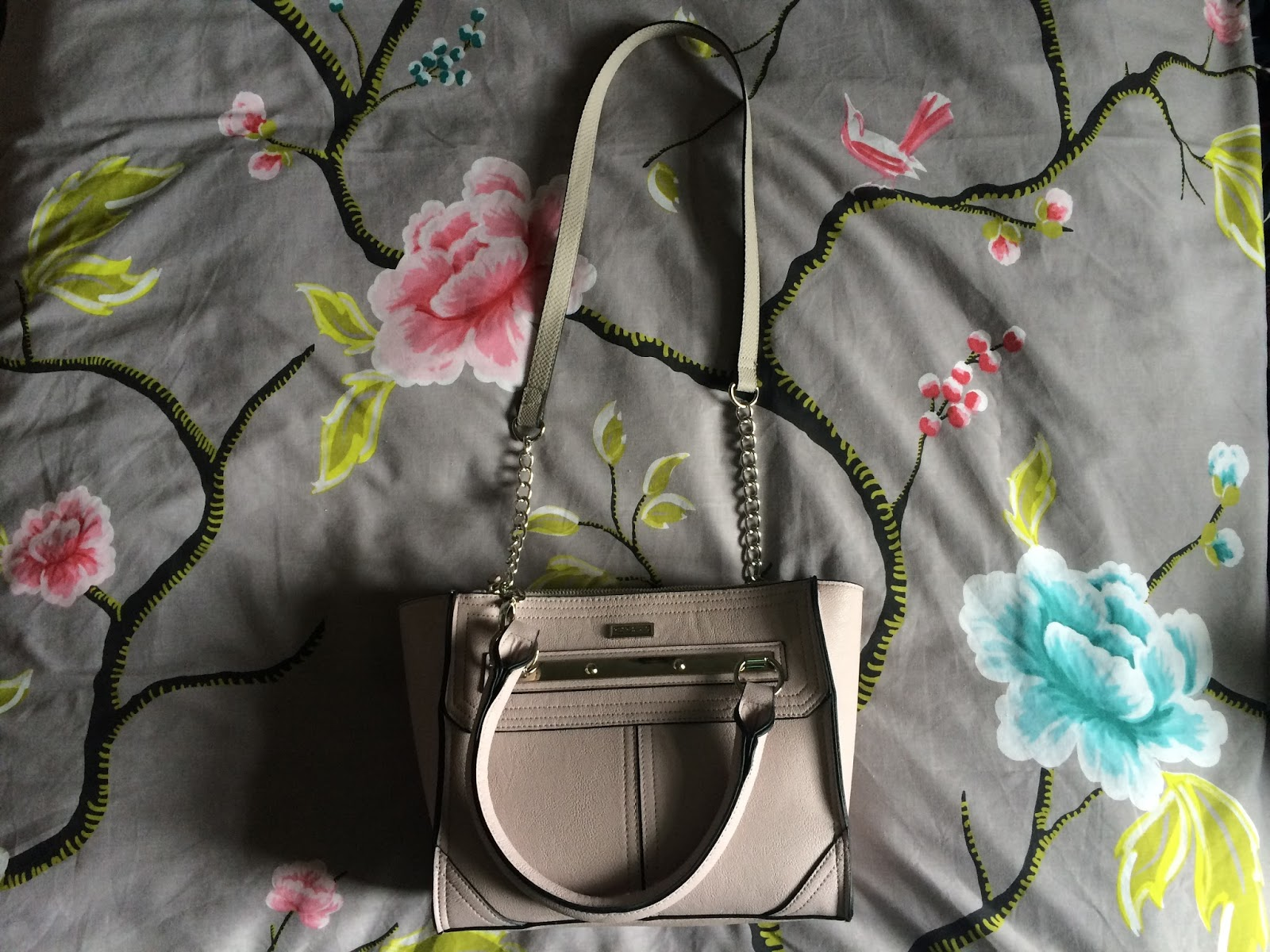 whats in my handbag river island