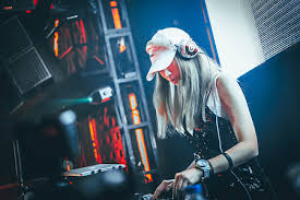 What is DJ meaning in Hindi. What is disc jockey meaning in Hindi. DJ full form in Hindi. DJ ka full form kya hota hai. DJ ki full form in Hindi. Name of DJ.