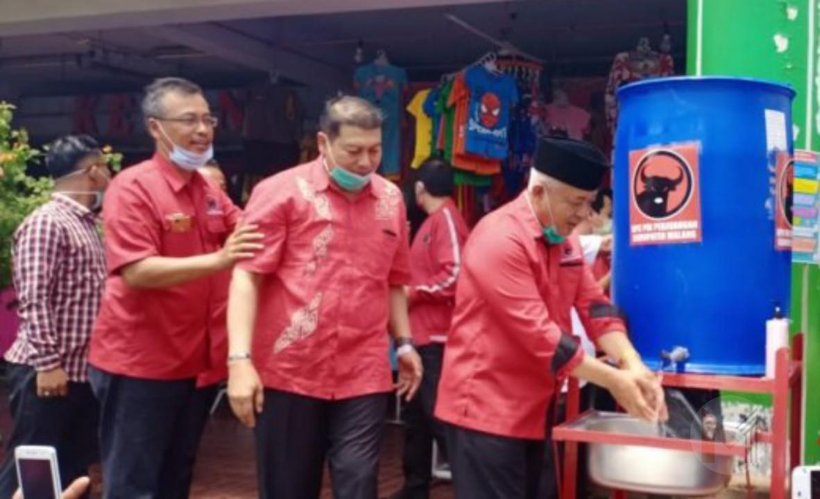 Pasang Wastafel Portabel, DPC PDIP Kabupaten Malang Galakkan Gerakan Cuci Tangan