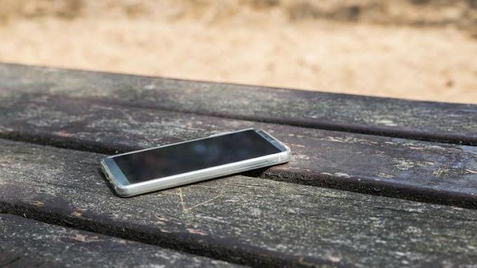 Lenyúlta a lottózóban otthagyott telefont a tatabányai férfi – Hónapokig használta, mielőtt lebukott volna vele