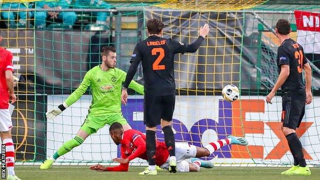"""Europa League: Manchester United deny a """"nailed-on penalty"""" in their draw with AZ Alkmaar"""