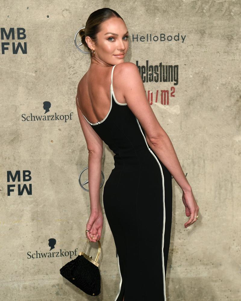 Model Seksi Afrika Candice Swanepoel manis dan cantik manis