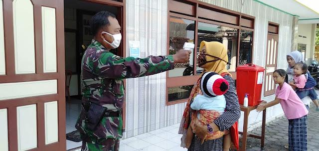 Wujudkan Balita Sehat Babinsa Koramil 22 Wonosari Dampingi Bidan Desa Pengecekan Kesehatan