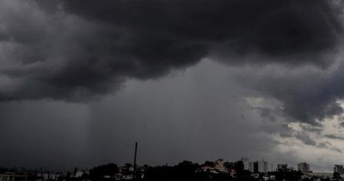 chuva na cidade de  Milagres