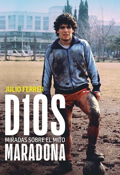 Maradona con la pelota todo embarrado