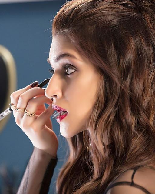 Bollywood Actress Kriti Sanon Latest Photo Stills Navel Queens