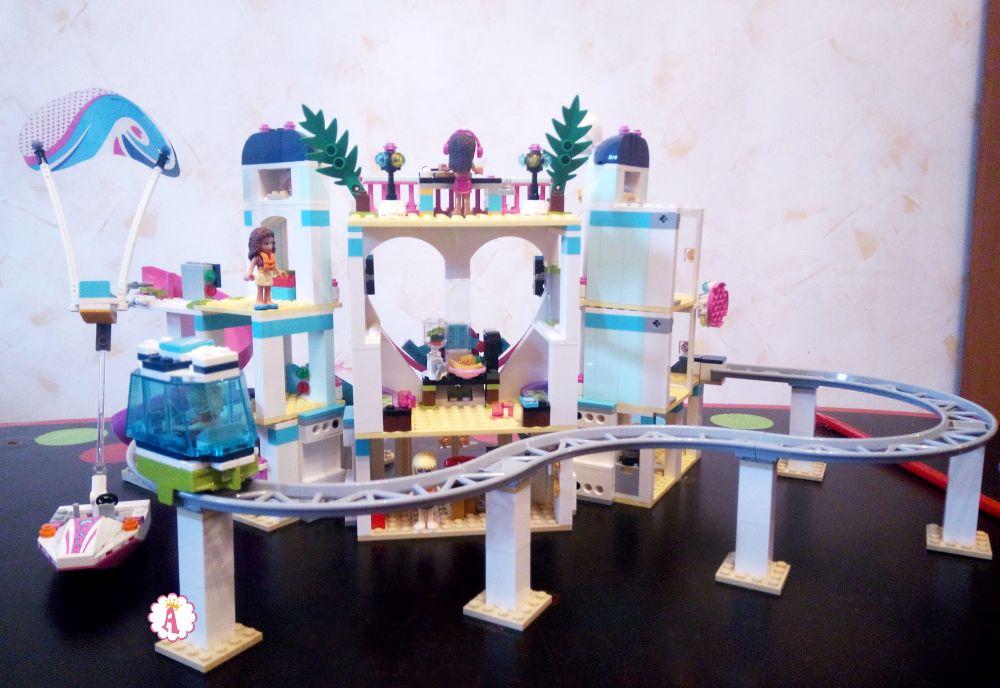 Курорт Лего Френдс с аквапарком, рельсами и трамваем