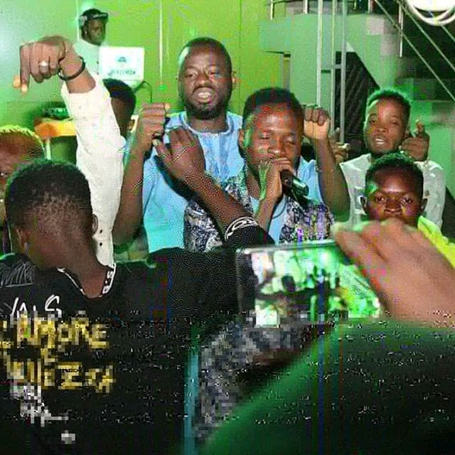 "Superstar ""Elvis Adeniyi"" Thrills Crowd with ""Risky Cover"" @ Foxylounge Kaduna"