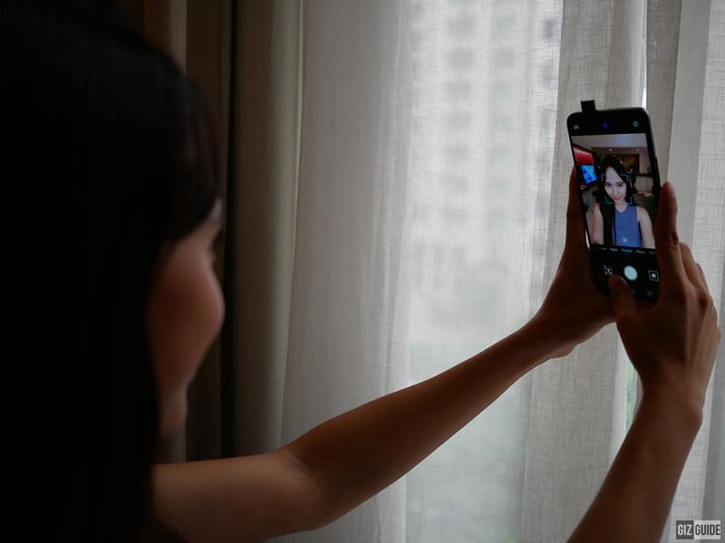 Pop-up selfie cam