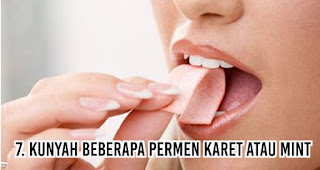 Kunyah beberapa permen karet atau mint untuk mengatasi Masalah Bau Mulut