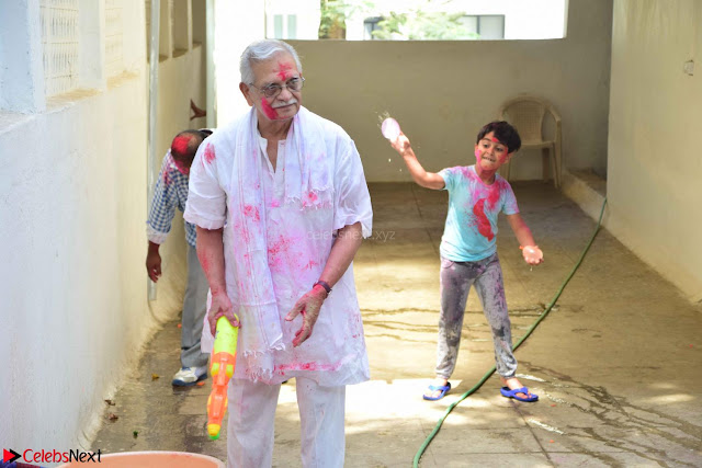 Gulzaar Celeting Holi at his Home 13 03 2017 003.JPG