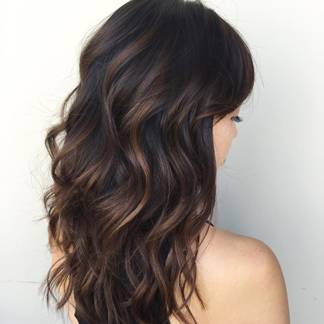 Phenomenal dark hair with highlights - Flattering streaks