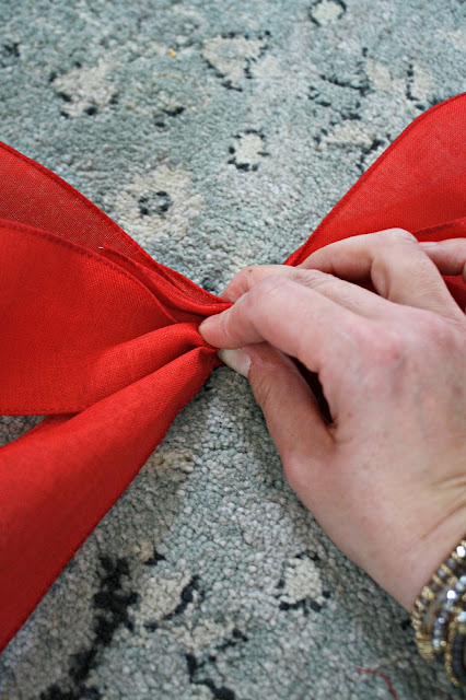 How to make DIY traditional Christmas bows