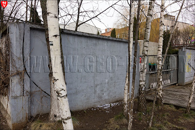 Зеленые человечки уже в Минске. Улица Октябрьская. От зеленого человечка осталась только труха и силует на заборе