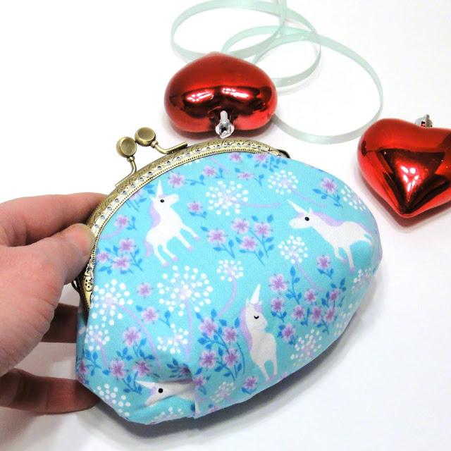Женский кошелек с фермуаром Белые единороги - косметичка ручной работы. Доставка почтой или курьером
