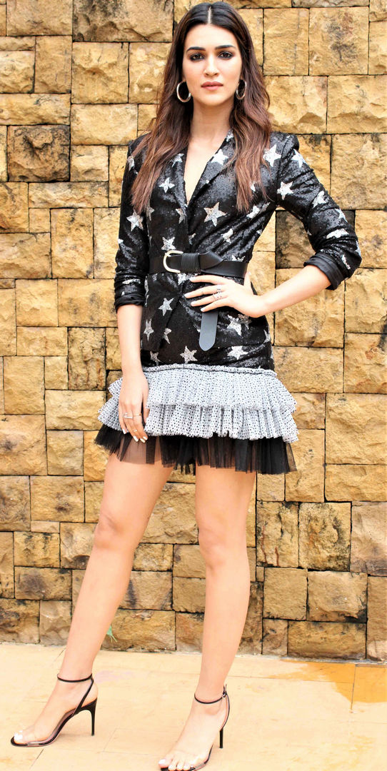 kriti-sanon-does-not-work-with-salman-due-to-the-length