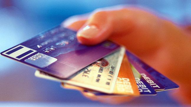 Υποχρεωτικές ηλεκτρονικές συναλλαγές για μισθωτούς, συνταξιούχους και αγρότες