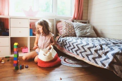 fille-nettoyant-sa-chambre