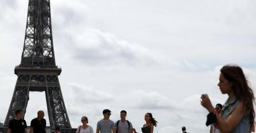 Francia pone fin al uso de mascarilla en la calle y suspenden toque de queda