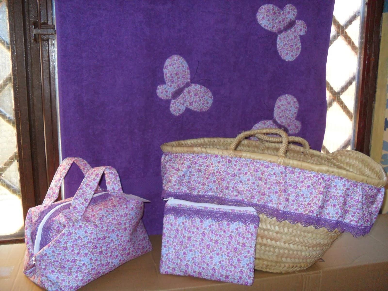 3e418df32 Conjunto de cesta, toalla de playa, bolsita para la cesta y neceser de viaje