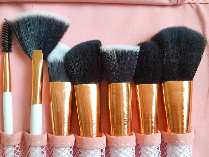 Review: Carlins & Kitties - t(w)o kitties Pinsel Set No.1 15 teliges Makeup Pinsel Set 7