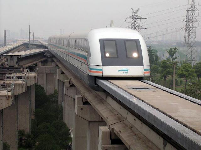 Gambar Kereta Maglev di China berjalan di atas Monorel