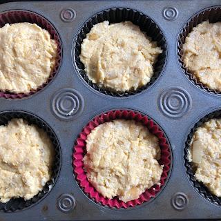 Muffins à la polenta, au comté et aux oignons avant cuisson