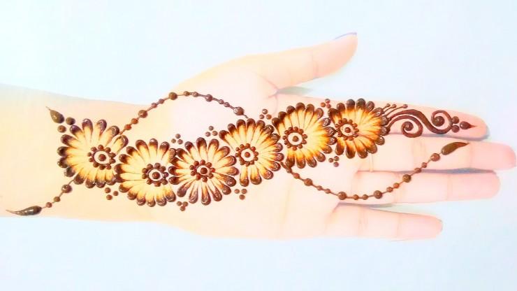Simple-mehndi-design-Cotton-Earbuds-Mehndi-Design