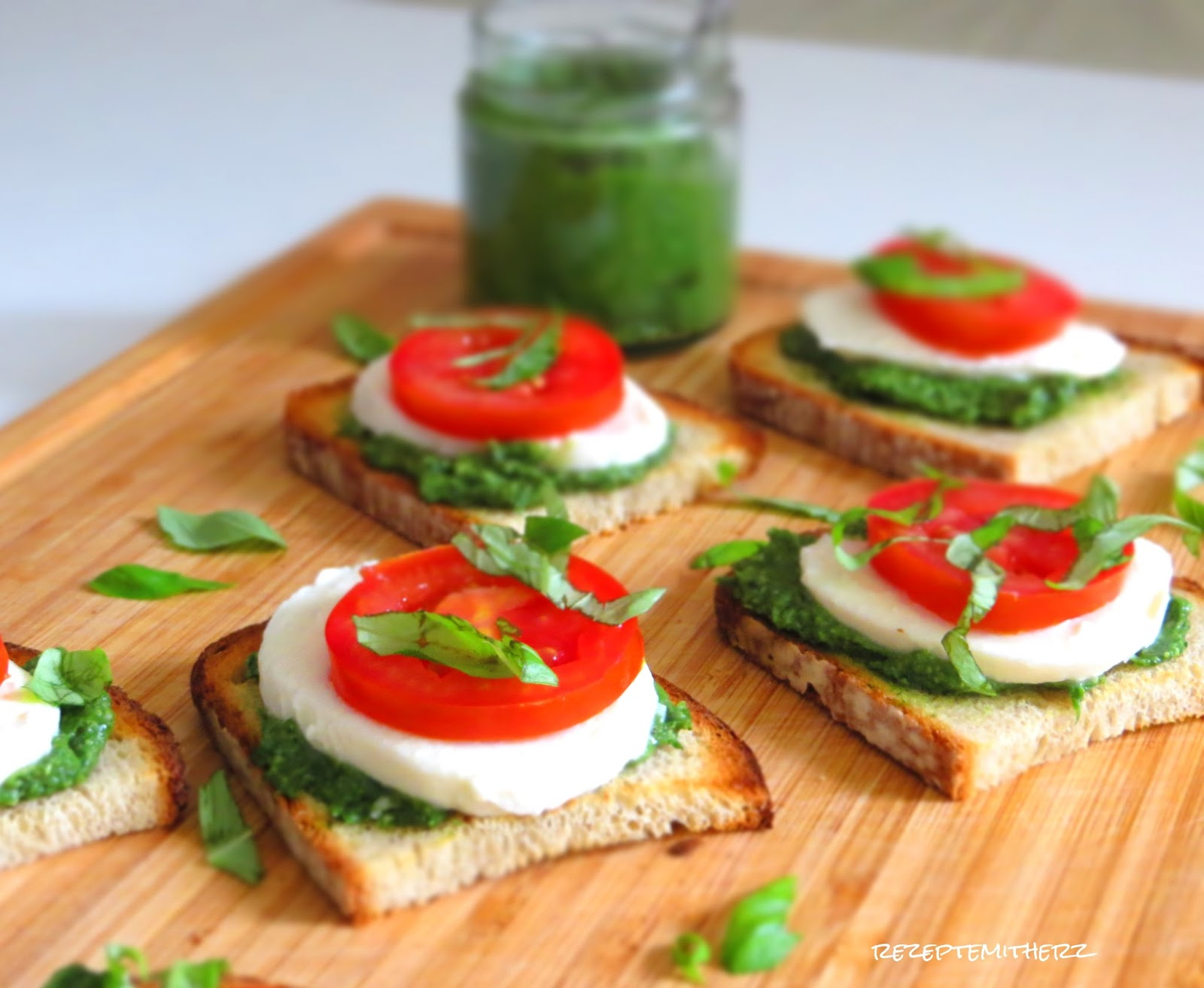 pesto bruschetta thermomix rezepte mit herz thermomix rezept. Black Bedroom Furniture Sets. Home Design Ideas