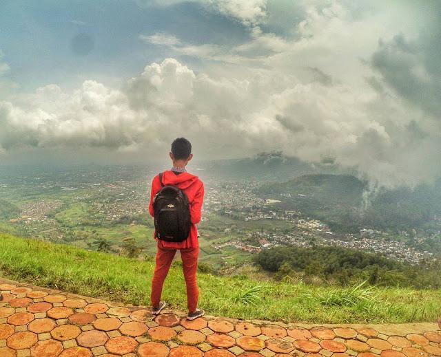 foto pemandangan di bukit paralayang