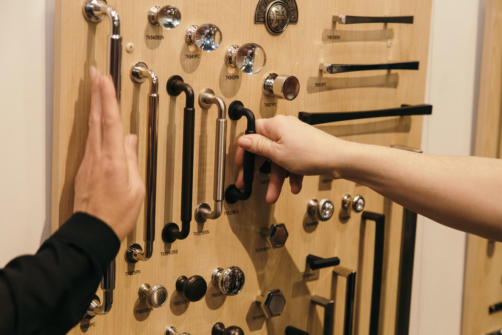 Mod design guru fresh ideas cleverly modern design for Cabinet hardware trends