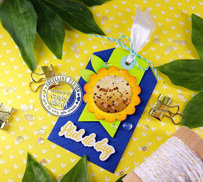#Jocelijne #Carlijndesign #Jocelijnedesign  #handmadecard  #cardmaking  #stamping  #hellocard  #friendshipcard  #card  #cardmaking  #flowercard  #handmade  #dieset  #paperart  #hobby  #flowersformomdieset #distressink #nuvoglitter #papierkunst #dutchcardmaker #cloud9crafts