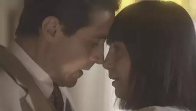 Almeida (Ricardo Pereira) se declara para Clotilde (Simone Spoladore)