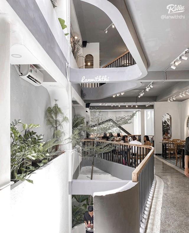 Đẹp từng góc - Tiệm cafe BISTRO tone trắng sang xịn hết nấc