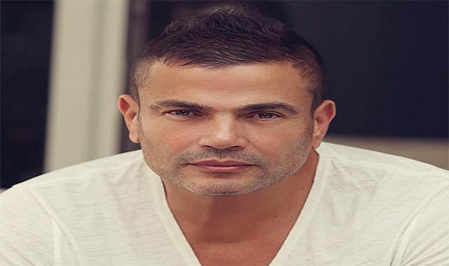 بالفيديو عمرو دياب يعتدي على معجب حاول تصويره