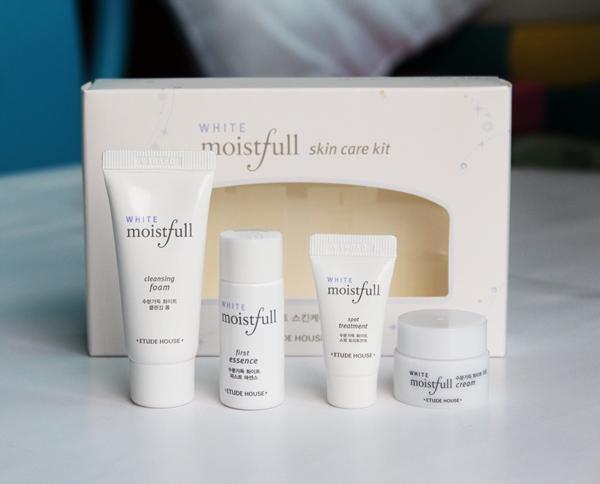 Moistfull White Kit Paket Perawatan Kulit Wajah
