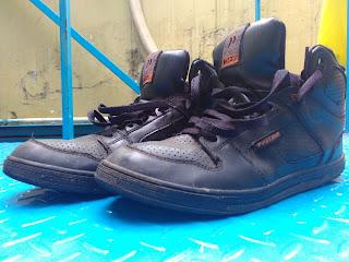 Sepatu ala abas