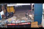 Aksi Pria Terekam CCTV Curi Sepeda Lipat di Bone
