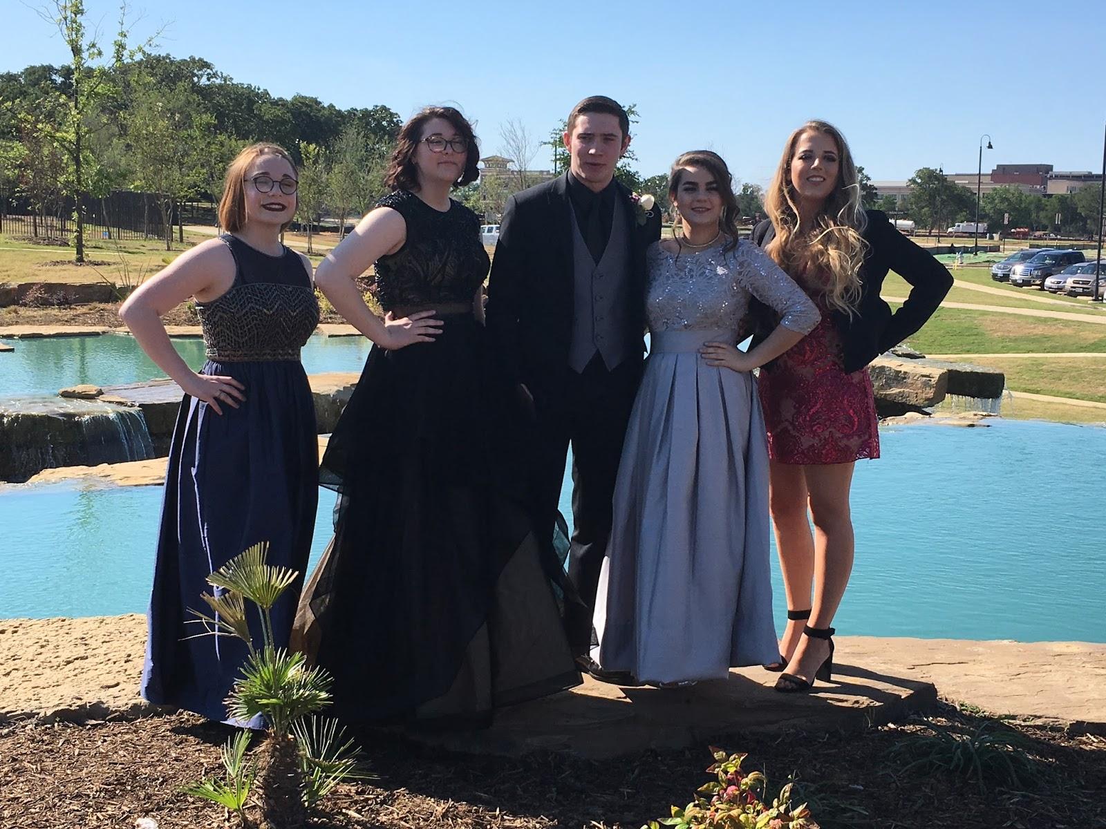 Charmant Pennsylvania Prom Kleid Speichert Zeitgenössisch ...