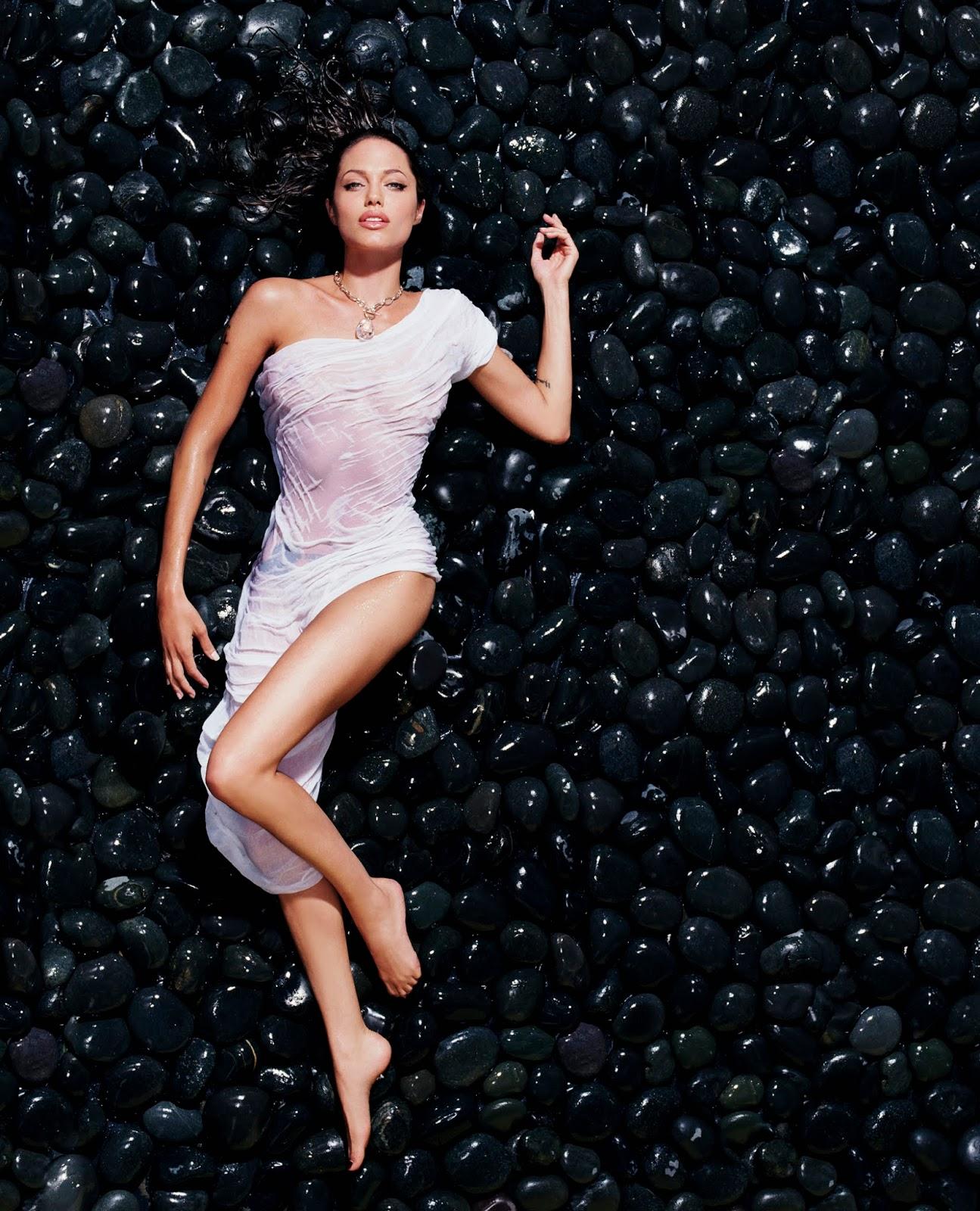Sexy Nude Angelina Jolie