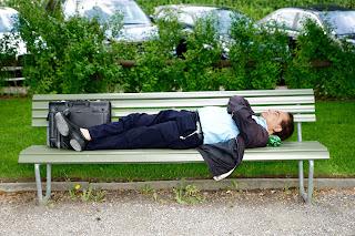 لماذا ترغب في النوم باستمرار: أسباب النعاس