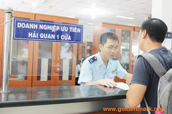www.goldenmark.org - Tổng công ty Tân cảng Sài Gòn và Cục Hải quan TP.HCM tổ chức Hội nghị sơ kết công tác triển khai thí điểm Đề án thủ tục Hải quan điện tử một cửa.